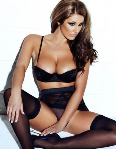 Lucy Pinder is smokin hot